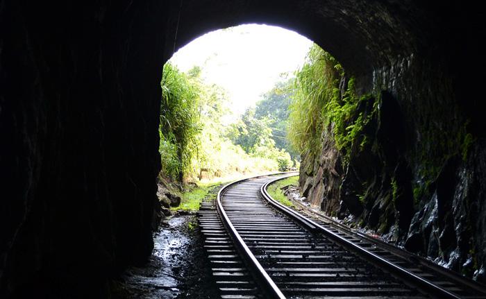 Railroad tunnel, Train tunnel